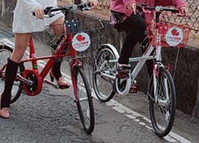 """イチゴをイメージした""""いちご自転車"""""""