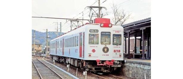 貴志川町の名産品であるイチゴをモチーフにした可愛い「いちご電車」