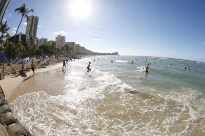 「思い出に残った海外旅行先」&「今一番行きたいと思う旅行先」の1位は「ハワイ」という結果に!