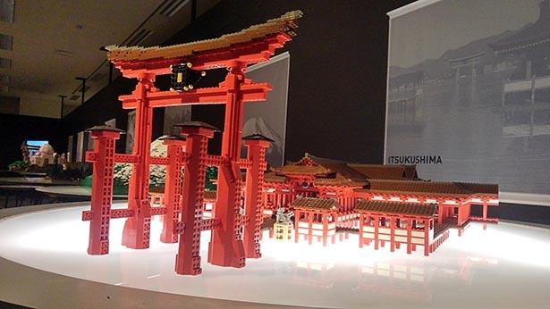 【写真を見る】本物かと錯覚するような厳島神社