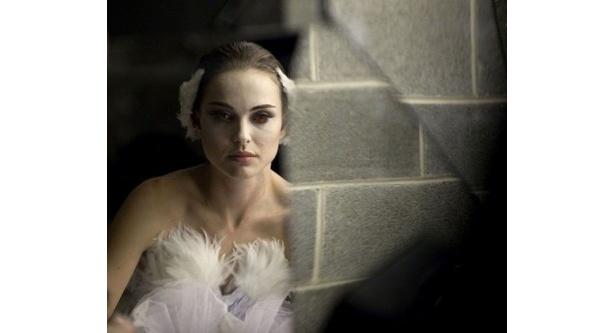 ゴールデングローブ賞ドラマ部門の主演女優賞を手にしたナタリー・ポートマン主演の『ブラック・スワン』