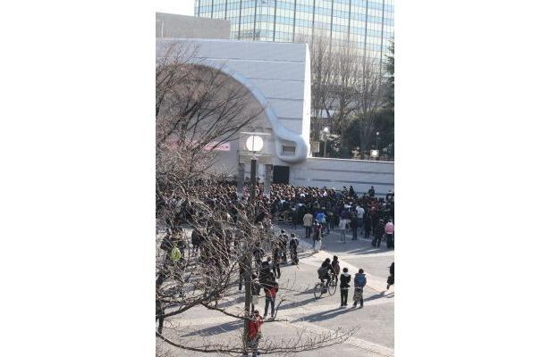 野外ステージには3000人が集まった