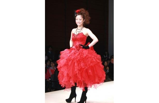 【写真】上戸彩デザインのウエディングドレスはこちら!