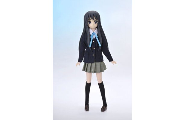 【写真】こちらが桜が丘女子高等学校の制服を着用した秋山澪