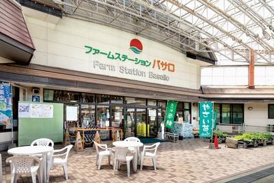 バサロ(=たくさん)の特産品を求め、年間80万人以上が訪れる / 道の駅 原鶴 ファームステーション バサロ