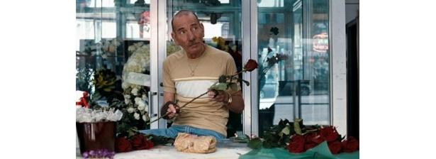 先日亡くなった名脇役ピート・ポスルスウェイトは、強盗グループの黒幕の花屋のファーギーを熱演