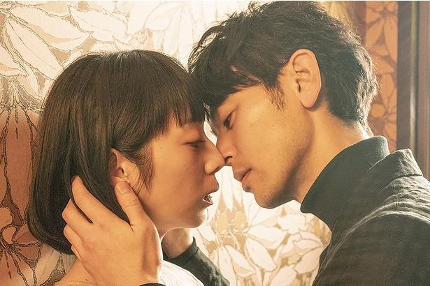 """濃密な恋愛映画は初めてという夏帆ד悪い男""""の色気を漂わせる妻夫木"""