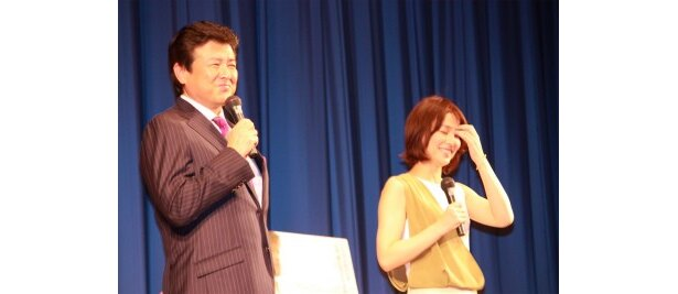 舞台挨拶でお互いをほめ合った三浦と石田