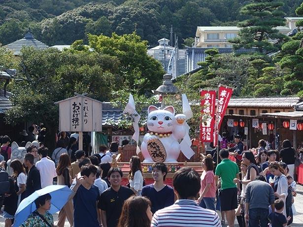 """""""招き猫の日""""に開催され、多くの人が集まる人気イベント"""