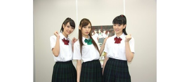 【写真】3姉妹約を演じる岡本あずさ、大政絢、岡本杏理の3ショットはこちらから!