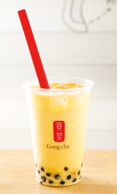 「マンゴー ミルクティー+パール(Mサイズ)」(615円) / ゴンチャ