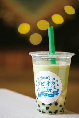 「抹茶ミルク+豆花トッピング」(450円) / タピオカ工房 プルンフル KITTE名古屋店