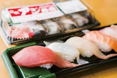 特選盛り(8貫1150円)。佐伯の寿司は大きなネタが魅力! / 道の駅やよい