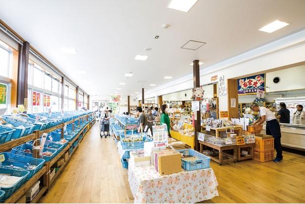 物産館では9月ごろから特産の新生姜も並ぶ / 道の駅やよい