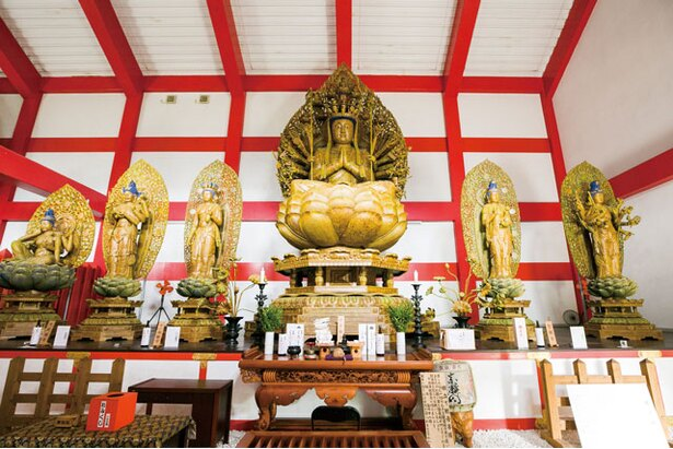施設内にある「臼杵大佛殿」はパワースポットとして人気 / 臼杵 湯の里