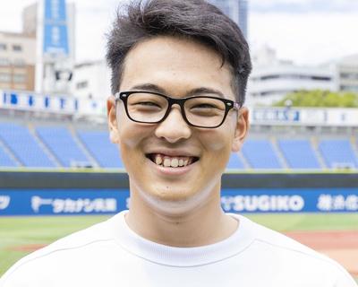 恒例! 百面相コーナー。まずは「喜」。メガネのせいかちょっとインテリっぽい笑顔です