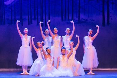 9人のバレリーナによる演舞「私の夢」 / 夏休みスペシャル アジア交流企画 中国芸術団