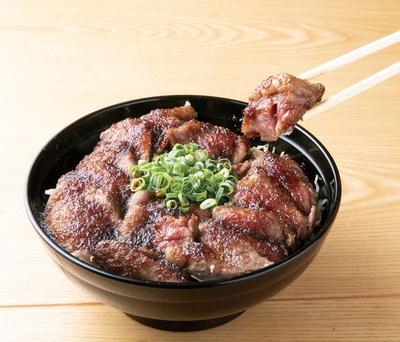 大衆焼肉 九ちゃん / 「ステーキ丼ダブル」(910円)は週末限定100食!