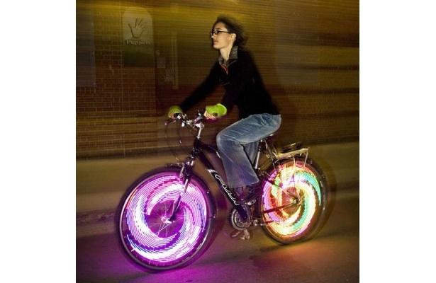 高い視認性で夜間走行も安心・安全! センチュリー「モンキーライト」(5980円)