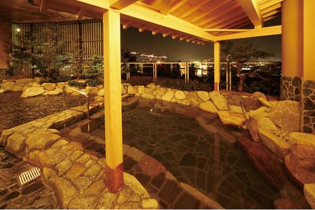 稲佐山中腹からの夜景が見渡せる和風露天風呂 / 稲佐山温泉 ホテル アマンディ