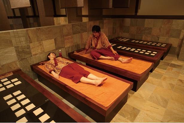 男女一緒に入れる岩盤浴。利用は中学生以上で650円(浴衣、専用マット、フェイスタオル付き) / 稲佐山 ホテル アマンディ