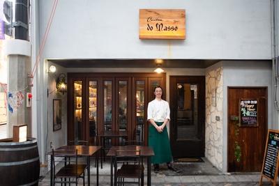 気品あふれるダークブラウンの扉が印象的な「Cantina do Masso」