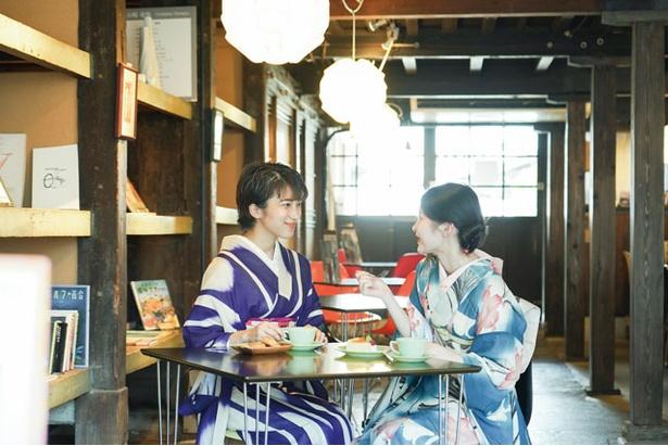 古民家を改装した昔懐かしい店内の雰囲気にレトロなアンティーク着物がピッタリ / METRO CAFÉ