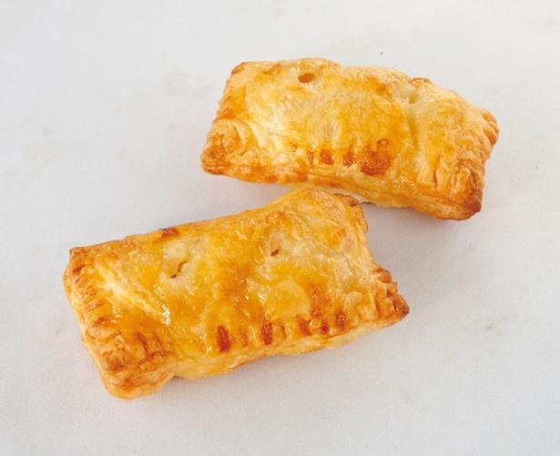 焼き立てが並ぶこともある自家製アップルパイ(150円) / まるじゅんリンゴ園