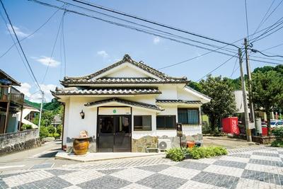 石畳の道沿いに7月19日に開業 / 古湯マーケット望屋 mochiya