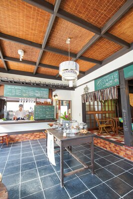 古い餅屋の店舗兼住宅をリノベーション / 古湯マーケット望屋 mochiya