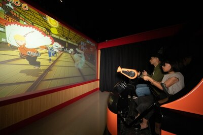 "「3Dシューティングライド 科学忍具道場」の体験イメージ。""忍者ガン""で的を撃ってスコアを稼ごう"