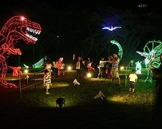 光り輝く恐竜の世界※写真は前回の様子