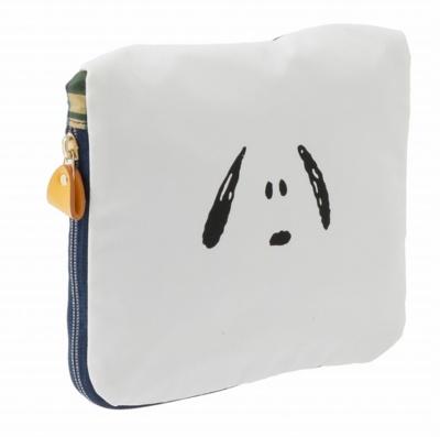 折りたたむとフロントポケットの大きさにすっきりまとまる。スヌーピーの顔のデザインもかわいい!