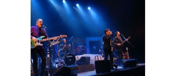 ツアーに先駆け、観客200人のみのスペシャル・ライブを開催したMR.BIG