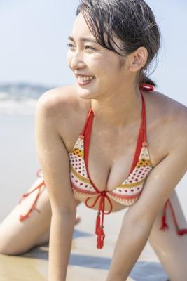 キュートな初水着にくびったけ!福岡期待の19才・岩田羽伽