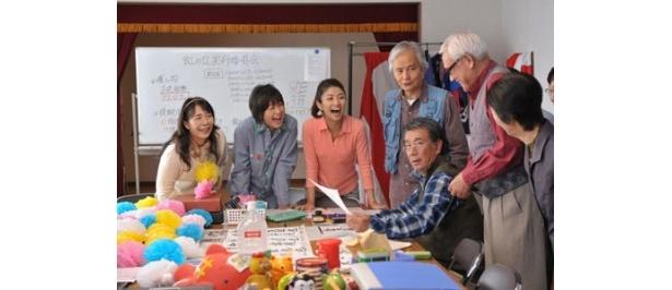 「ウルトラマン」のフジ・アキコ隊員役でおなじみの桜井浩子(左)