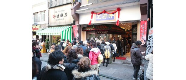 現在、大ブレイク中の生煎包。「王府井」の店頭には連日、行列ができている