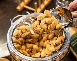 """未知なる""""ナッツの世界""""へ誘う「cashew tree motomachi」"""
