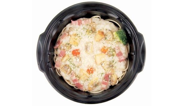 本格的な味付けのクラムチャウダーが特徴の「クラムチャウダースープパスタ」(398円/スリーエフ)も、2月9日(水)より発売