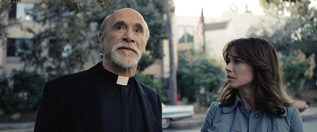 『ラ・ヨローナ〜』のペレズ神父は、『アナベル 死霊館の人形』にも登場