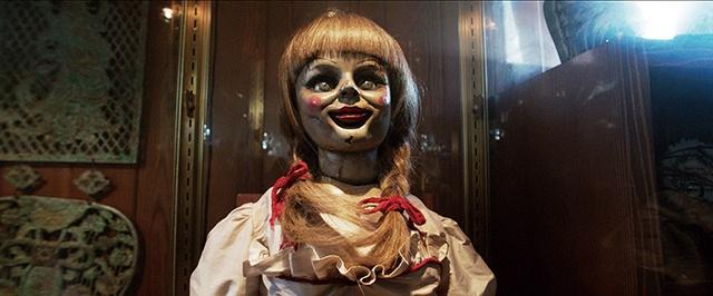 【写真を見る】『死霊館』ユニバースのアイコン、アナベル人形は『アクアマン』にもカメオ出演!