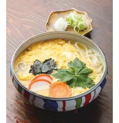 「川井屋」(名古屋市東区)の「玉子とじきしめん」(770円)は、きしめんなのに、モチモチした食感が楽しめる!
