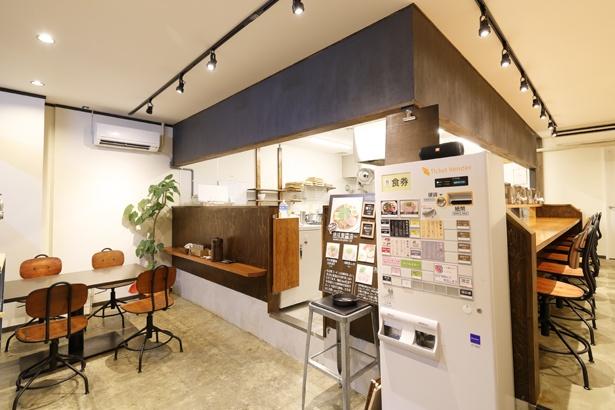 壁塗りやカウンターの施工など、自分でできる部分はすべて山本さんがDIYで作り上げた