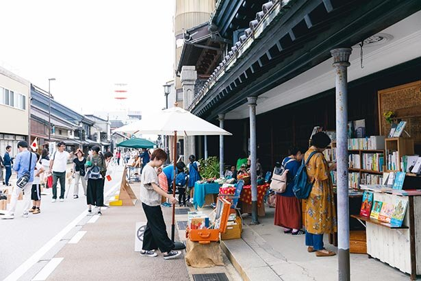 風情ある山町筋の街並みと高岡のものづくり文化が楽しめる