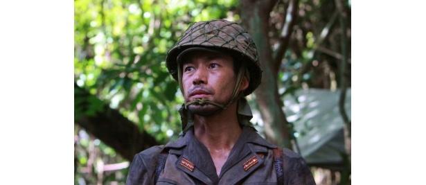 主人公・大場大尉役の竹野内豊と共演できてうれしかったと言う