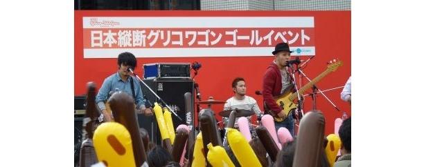 かりゆし58はCMソングにも起用されている新曲「風のように」を披露