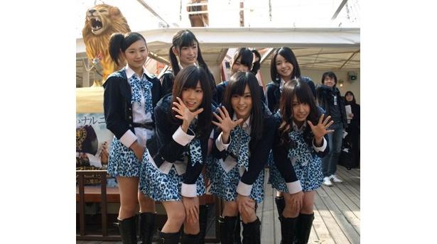 """NMB48のメンバーが """"ナルニア船""""の船出を見届ける!"""