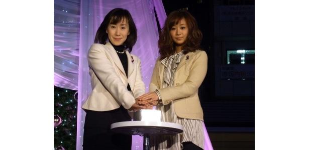 【写真】点灯式に参加した林久美子と優香(写真左から)