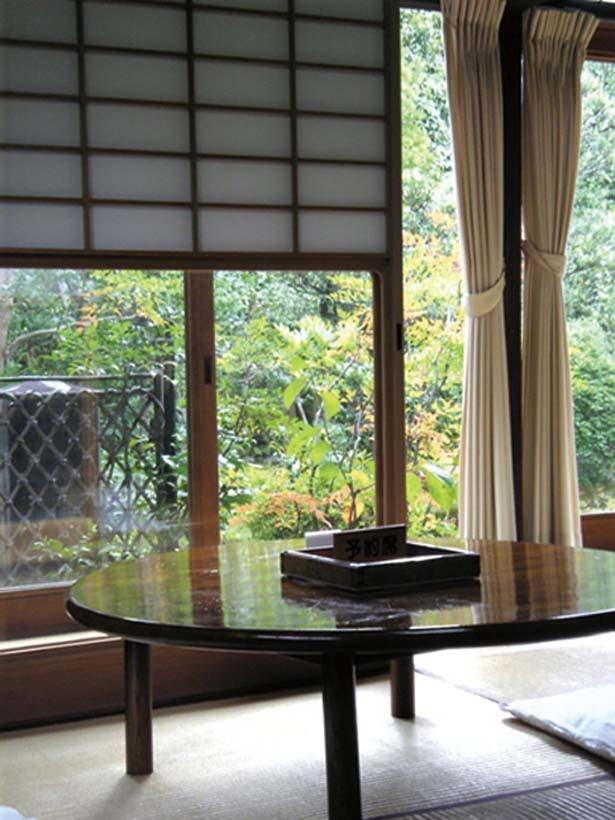 趣のある見事な庭園を眺めながら、繊細な豆腐の味わいに舌鼓/西山艸堂