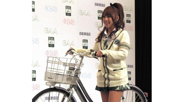 【写真】自転車に乗って登場した高橋みなみら、イベントに出席したAKB48の写真はこちらから!